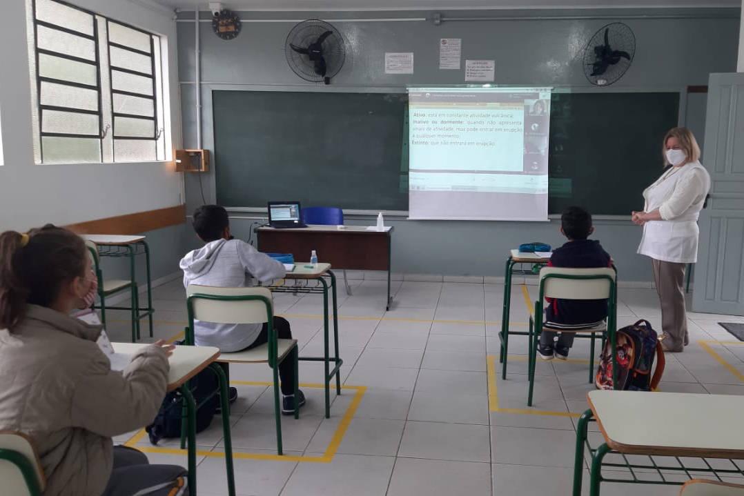 Curitiba retoma ensino em formato híbrido