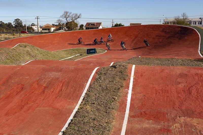 Pista de BMX Supercross é inaugurada no parque olímpico do Cajuru em Curitiba