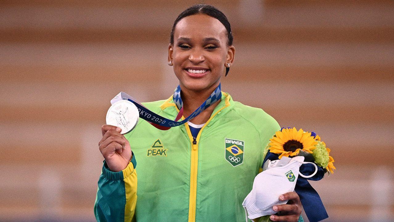 Rebeca Andrade conquista medalha de prata na ginástica artística feminina individual, a primeira para o brasil na modalidade