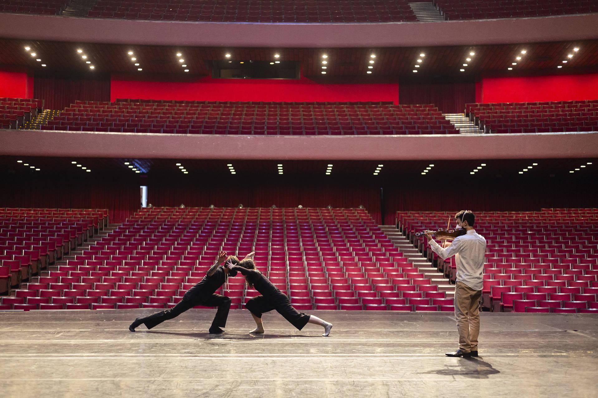 Balé Teatro Guaíra transmitirá sarau virtual direto do palco do Guairão neste sábado (31/07)
