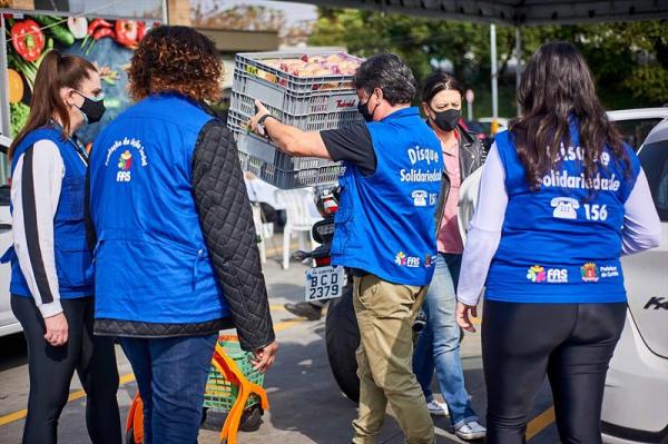 Drive-thru de doações para campanha Doe Solidariedade acontece no Shopping Curitiba neste sábado (18)