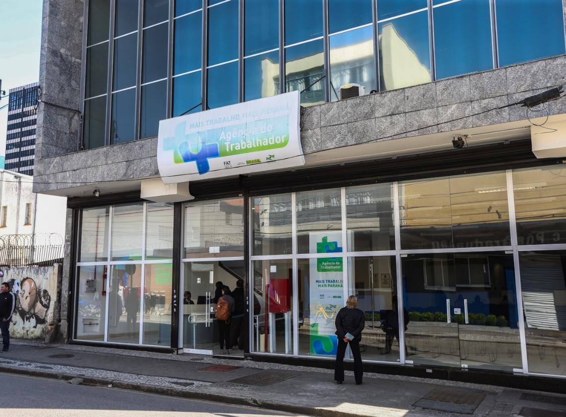 3.344 vagas de empregos são ofertadas pelas Agências do Trabalhador do Paraná