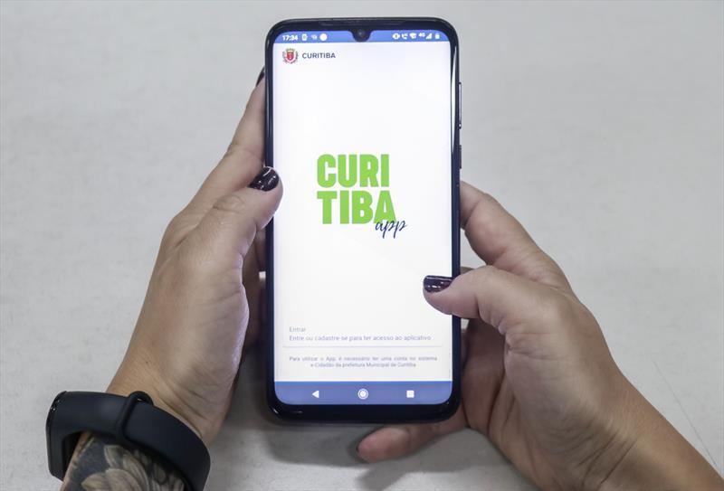 Com 10 mil livros baixados em um ano, Curitiba Lê Digital vira referência nacional
