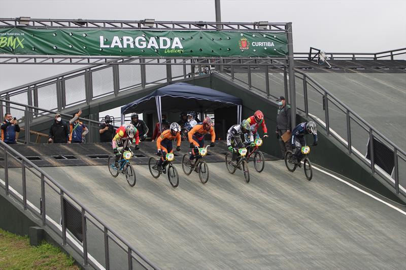 Campeonato Paranaense reúne 125 ciclistas na Pista Municipal de BMX
