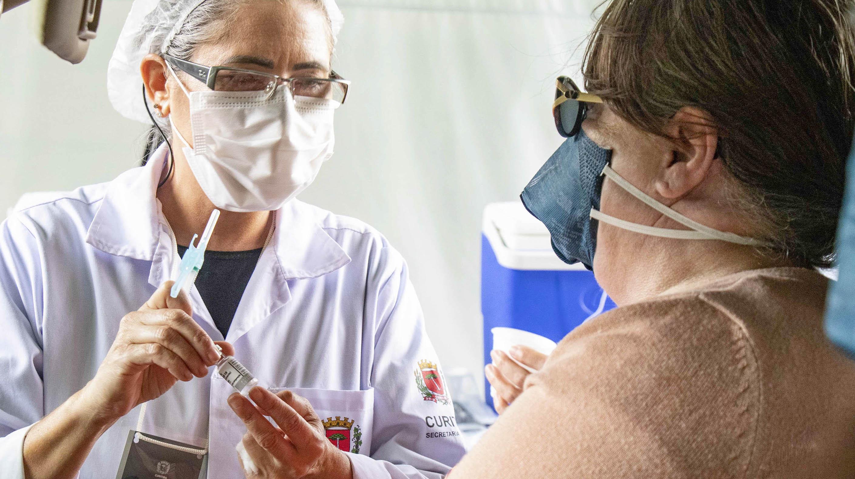 Curitiba retoma aplicação da primeira dose da vacina contra Covid-19 nesta segunda-feira (31/05)