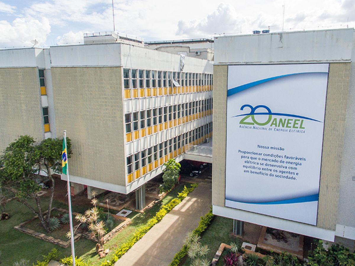 Agência Nacional de Energia Elétrica, a ANEEL, define nesta terça-feira o valor do reajuste das bandeiras tarifárias